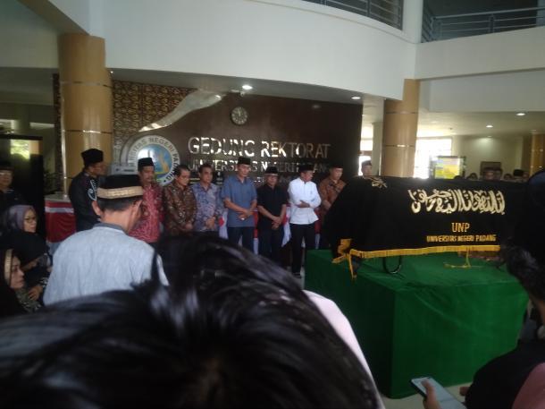 Guru Besar Sejarah UNP, Prof. Dr. Mestika Zed, M.A., Tutup Usia
