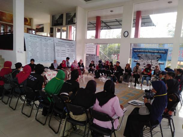 Hari Kedua PKJTLN 2019 SKK Ganto : Mengenal Rumah Puisi Taufiq Ismail