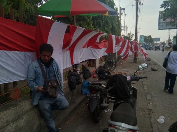 HUT Kemerdekaan RI, Ladang Rezeki Bagi Penjual Bendera Musiman