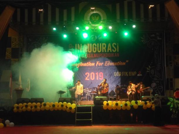 Arif LIDA Meriahkan Acara Inaugurasi FIP UNP