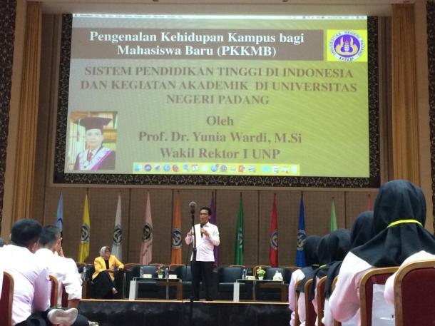 Wakil Rektor I UNP Tekankan Kompetisi Pada Mahasiswa Baru