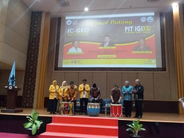 Konferensi Internasional Pertama Geografi UNP Barengi PIT IGI XXI