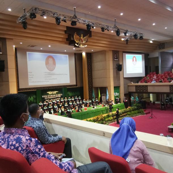 Stikes Syedza Saintika Menyelenggarakan Wisuda Tatap Muka di Gedung Auditorium UNP