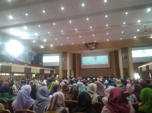 Kuliah Umum: Auditorium UNP di penuhi peserta hingga mahasiswa se-kota Padang