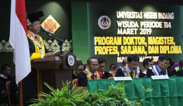 Wisuda ke-114: Rektor UNP Beberkan Prestasi yang Telah Diraih