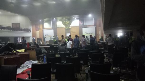 Aksi Mahasiswa di Kantor DPRD Berakhir Ricuh