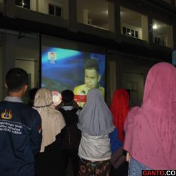 Sivitas Akademika UNP Dukung Arif dengan Nonton Bersama