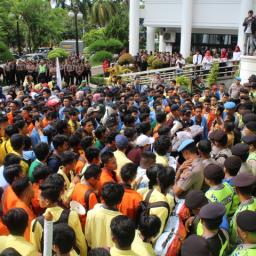 Aksi Aliansi BEM se-Sumbar Berujung Ricuh