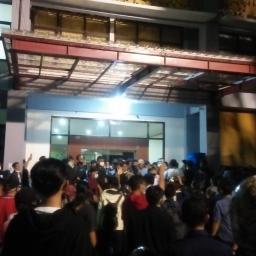 Bentrokan Antara Satpam dan Mahasiswa Terjadi, Gedung PKM Kembali Ditutup
