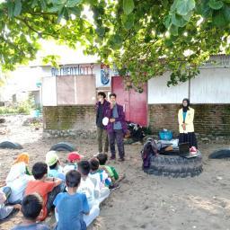 BEM KM FBS UNP Lakukan Pengabdian pada Anak-Anak Masyarakat Pantai Gajah